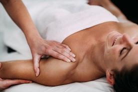 טיפול בכאב בצוואר וכתפיים